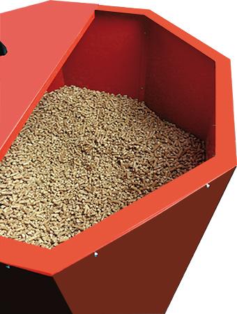 Blechsilo gefüllt mit Pellets